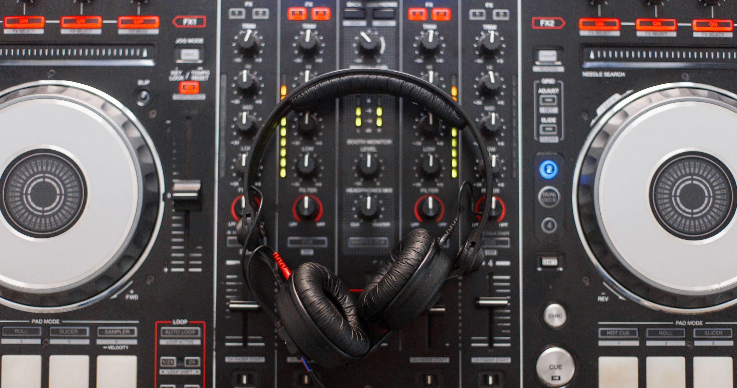 DJ-controller: Wat zijn de beste DJ-controllers van 2020?