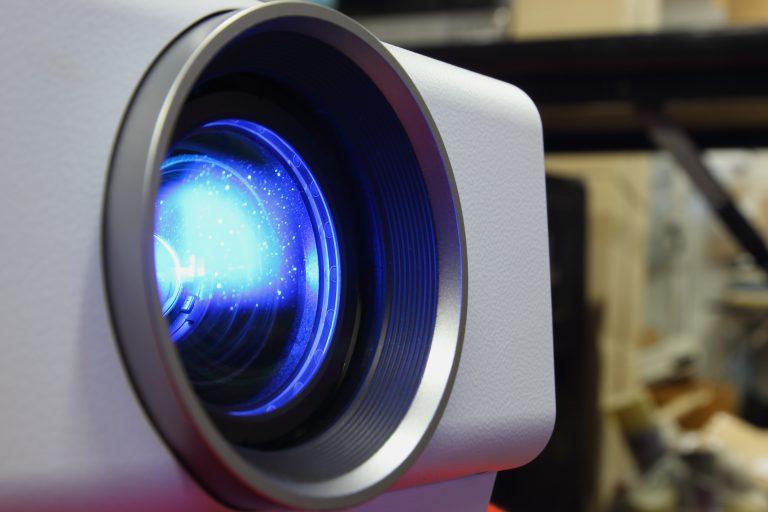 La resolución de un proyector indica el número de píxeles que puede mostrar en una imagen.