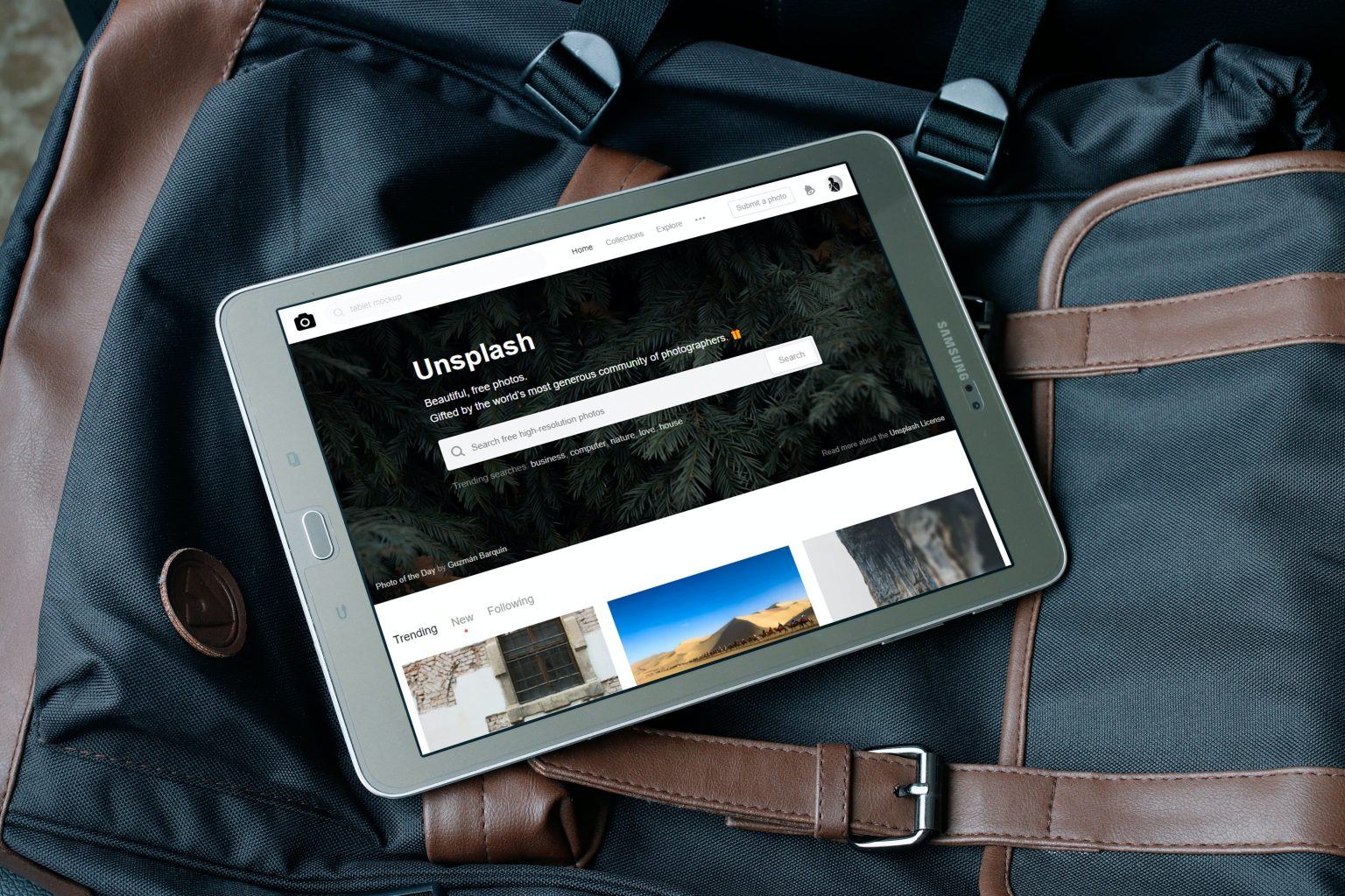 tablet op een reistas