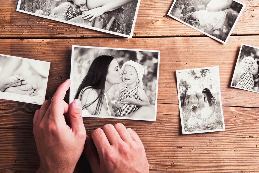 afgedrukte foto's van een gezin