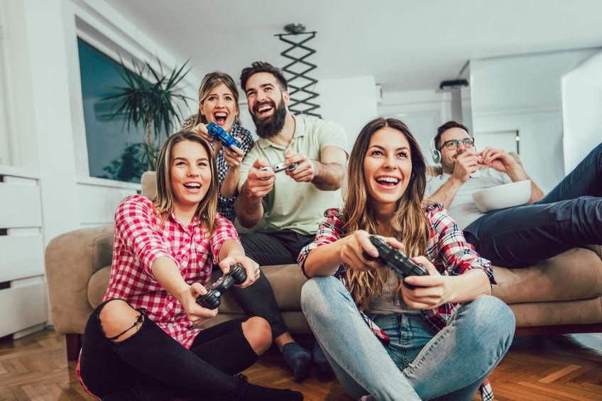 vrienden die videogames spelen