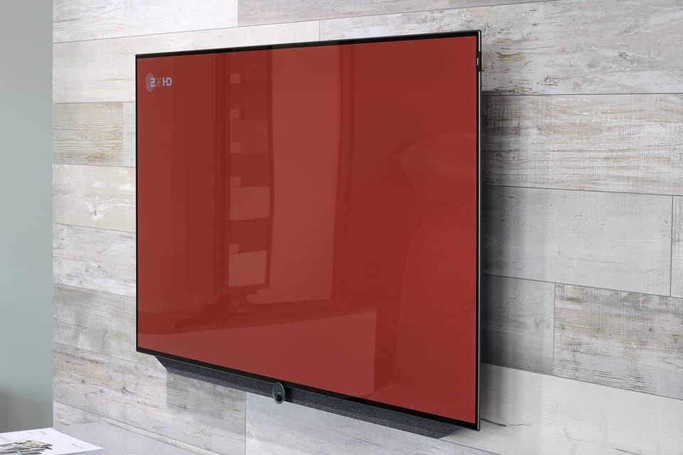 Flatscreen TV an Wand
